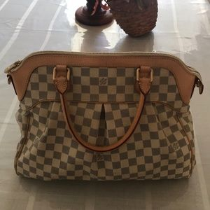 Gorgeous Louis Vuitton Purse!